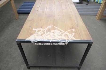 Industriële tafel met Eiken blad
